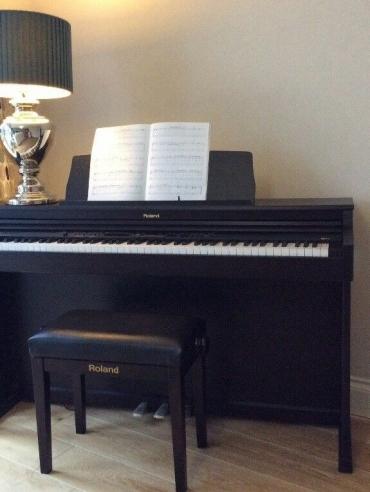 Đàn Piano Điện Roland HP-203