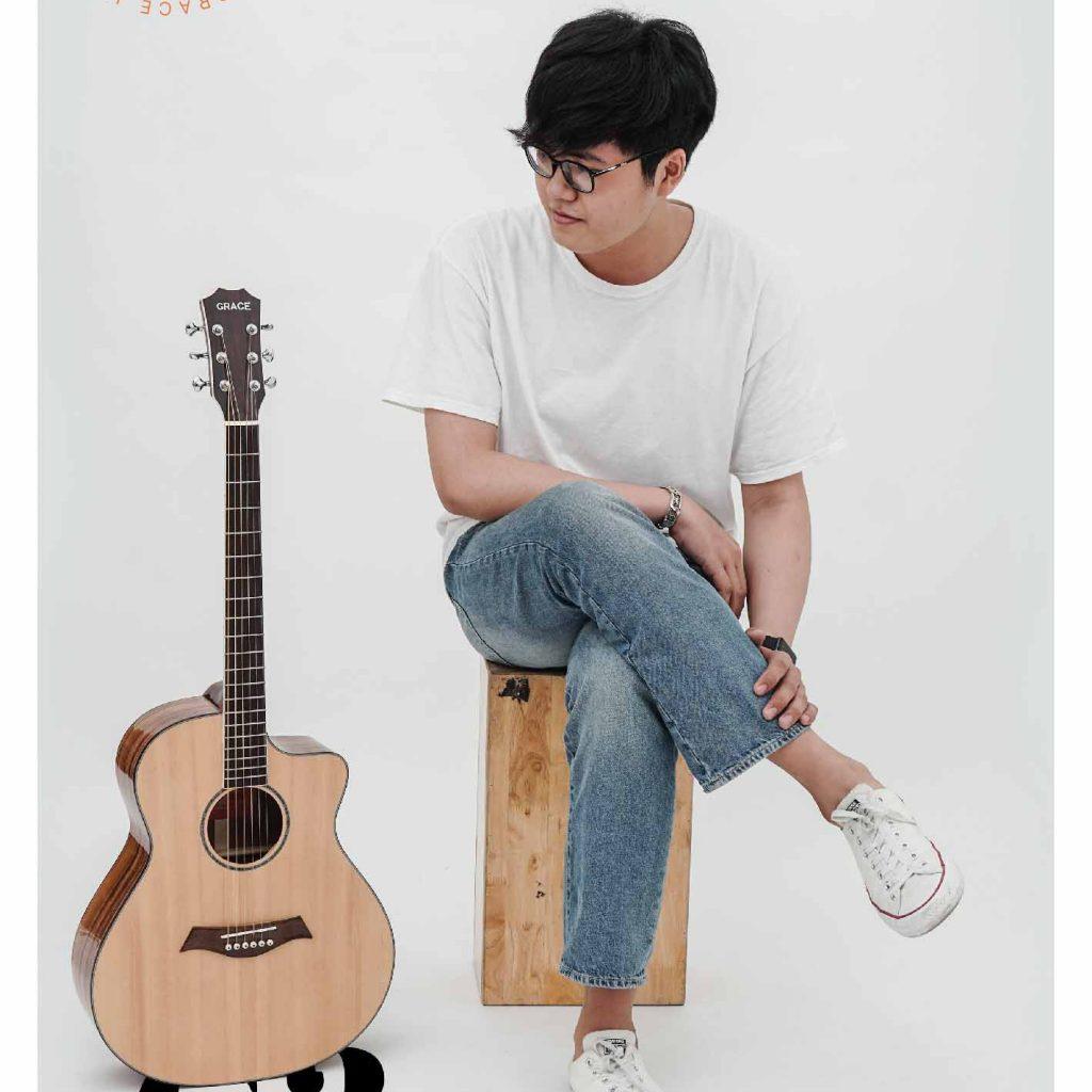 đàn guitar rẻ tiền